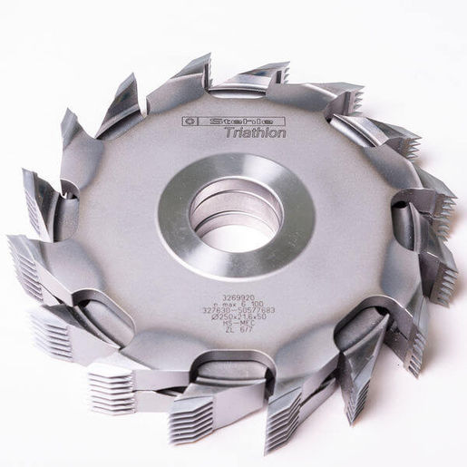 A finger joint cutter with 8 teeth (Z8) has appeared on the market for the first time at LIGNA 2015, with the new HS 196 mini finger joint cutter from Stehle. <br />This cutter enables a feed rate of more than 54 m/min in high performance finger joint cutting systems